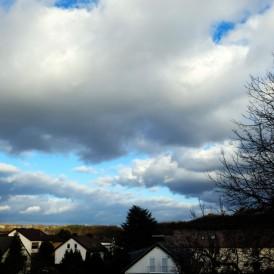 """""""Wolken ziehen über Vellmar""""- , von Rudolf Müller Fuji X-Pro 2 - 1/8000s - f/4,5 - ISO 200 - 27mm"""